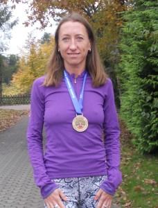 Natalia mit der erkämpften Finisher-Medaille