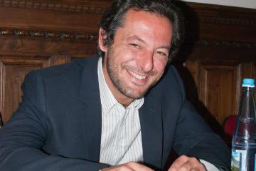 Matteo Perchiazzi ha aperto la prima Scuola di Mentoring ufficiale in Italia.La sede della scuola dove si tengono i corsi è a Firenze in Lungarno del Tempio