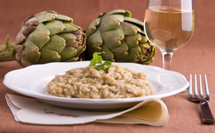 Vi proponiamo una ricetta rapida e veloce per il risotto ai carciofi con la pentola a pressione