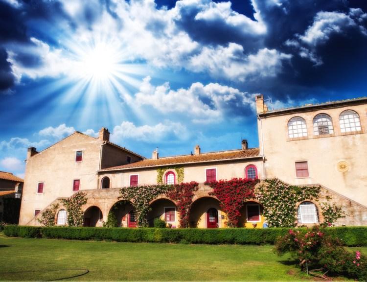Il Sassicaia è un vino toscano d'eccellenza; nato a Bolgheri dall'estro di un marchese negli anni '40,oggi è uno dei migliori prodotti tipici della Toscana