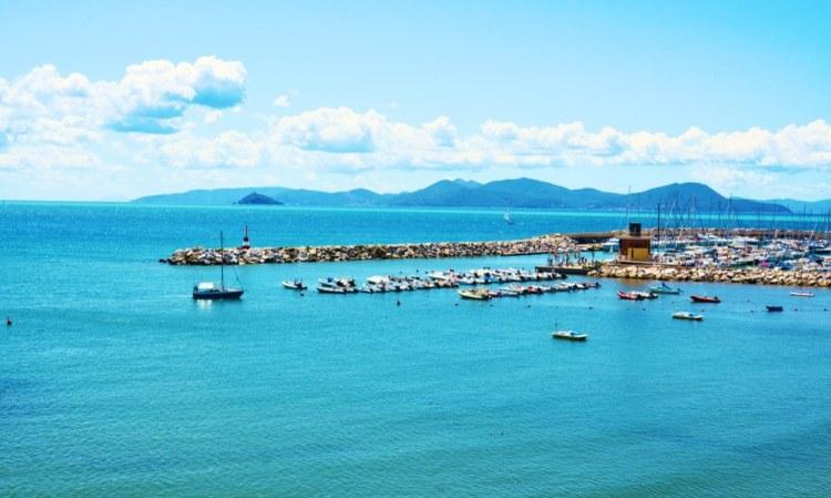 Marina di Salivoli è il bellissimo porto turistico vicino a Piombino