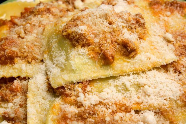 Tortelli di patate al ragout con formaggio