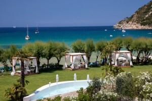Baia Bianca: suites deluxe con servizio 5 stelle, sulla spiaggia della Biodola all'Isola d' Elba con piscina privata, yacht e confort 5S