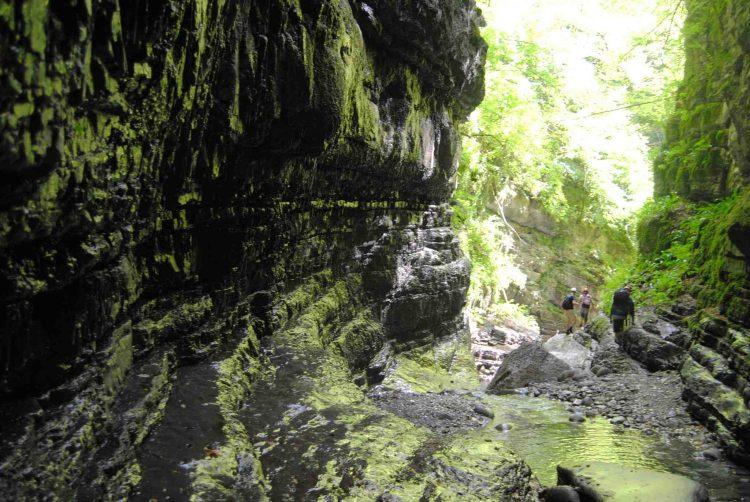 L'Orrido di Botri è una riserva naturale e oasi di protezione fauna in Garfagnana dov'è possibile praticare trekking e risalire il Rio Pelago