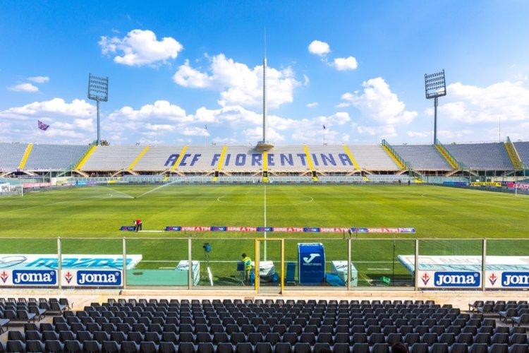 Scritta ACF Fiorentina alla Stadio Artemio Franchi di Firenze