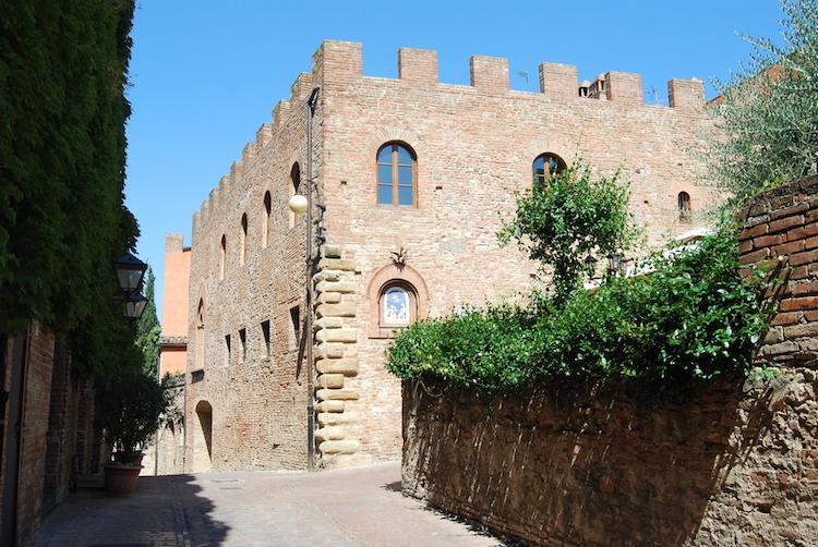 Certaldo è il paese della Toscana, in Valdelsa, che ha dato i natali a Boccaccio