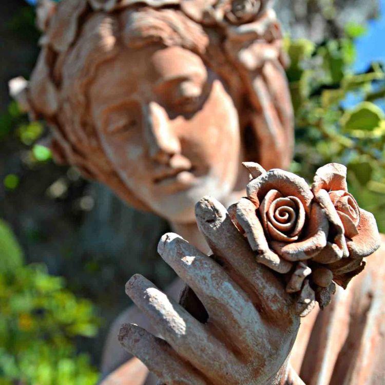 La terracotta dell'Impruneta nasce vicino Firenze nel sec XI.Materiale leggero e resistente, è ancora oggi una delle produzione di eccellenza della Toscana