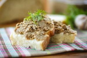 Dieci ristoranti fiorentini hanno accettato la sfida da Eataly per il miglior crostino toscano di fegatini, uno dei piatti tipici della tradizione toscana