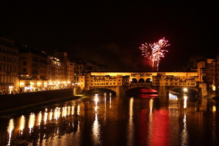 I migliori luoghi da dove vedere i Fochi di San Giovanni a Firenze: dall'Hotel Minerva a Ponte Santa Trinita, dalla Terrazza Brunelleschi all'Easy Living.