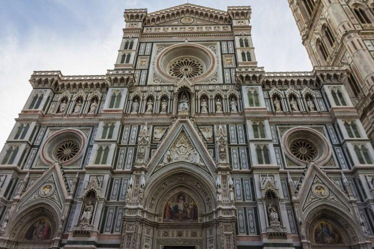 Duomo di Firenze: dal progetto di Arnolfo di Cambio fino alla facciata dell'800. La storia di Santa Maria del Fiore, una delle chiese più grandi del mondo