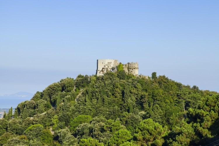 Montignoso è un piccolo comune della Versilia, costituito da 10 paesi, meta ideale per un weekend in Toscana, grazie alla sua posizione tra mare e montagna