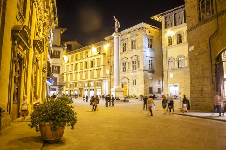 La Vogue Fashion's Night Out 2015 a Firenze è stata un vero successo. Anche TuscanyPeople era presente, ecco il racconto di questo evento alla moda