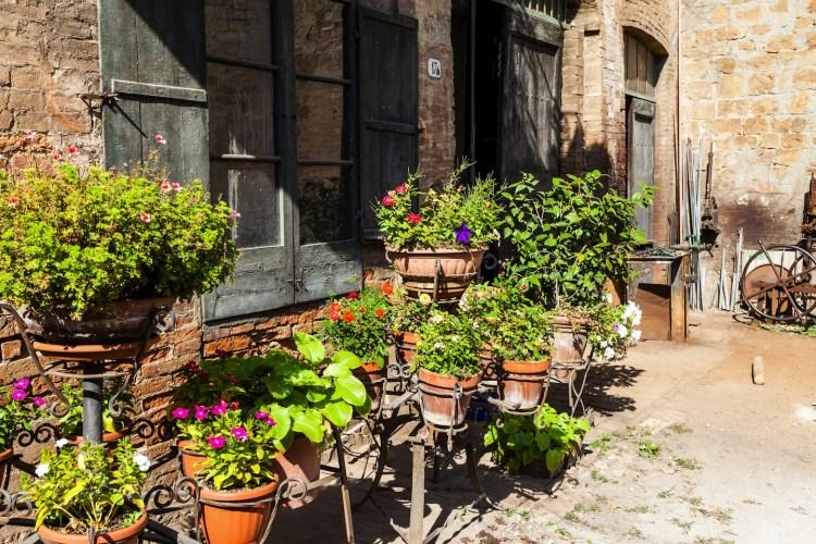 Buonconvento, uno dei borghi più belli di Italia, fa parte del Circondario delle Crete Senesi ed è un luogo ideale dove passare un felice weekend in Toscana
