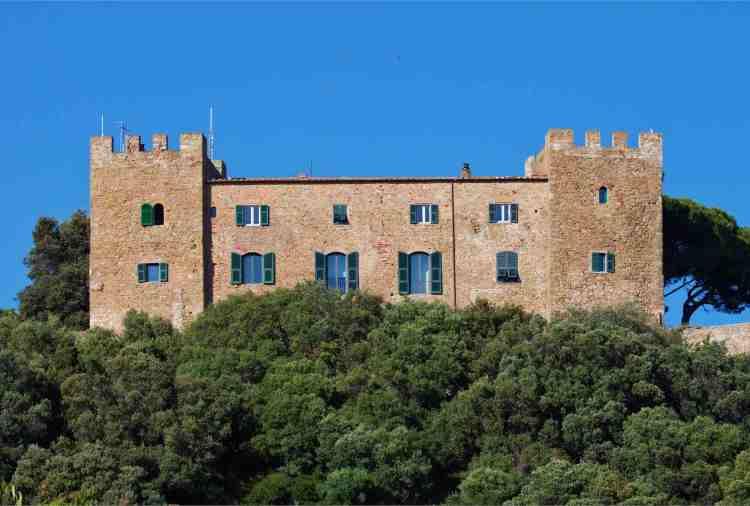 Castiglione della Pescaia si trova in Maremma, in Toscana del Sud. Luogo ricco di storia e natura, dove cultura e tradizione brillano sotto il sole toscano