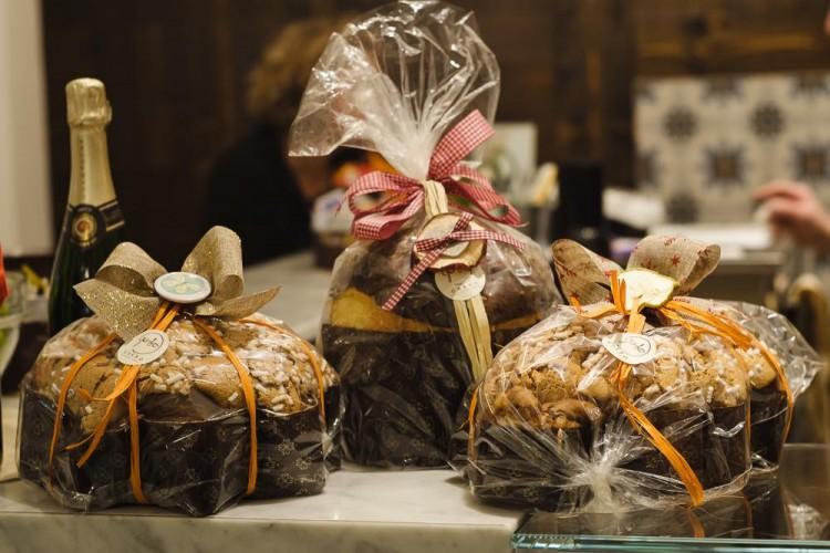 Al Forno Garbo di Firenze trovi i tradizionali dolci di Natale: panettone artigianale, pandoro, torrone, ricciarelli,panforte e ceste regalo ricche di bontà