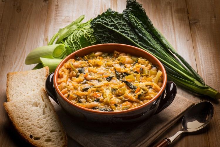 La ribollita è uno dei piatti tipici toscani