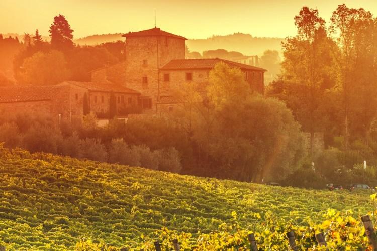 Tour del Chianti alla scoperta di Radda in Chianti, borgo medievale toscano dove assaporare prodotti tipici made in Tuscany, sorprendenti vini e godere di bellissimi panorami