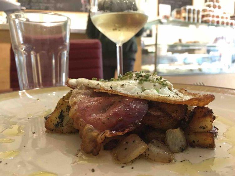 Il Caffè Rainer di Firenze, vicino al Mercato di San Lorenzo, offre menù salati con cui trasformare un pranzo di lavoro in un vero appuntamento gourmet