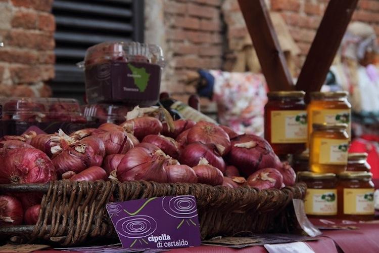 La cipolla di Certaldo è un prodotto tipico della Toscana. Scopriamo questo ortaggio made in Tuscany e la ricetta di un piatto tradizionale: la Francesina