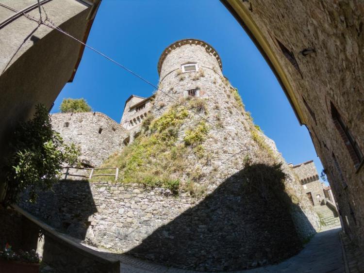 Torre del Castello dei Malaspina a Fosdinovo in Toscana