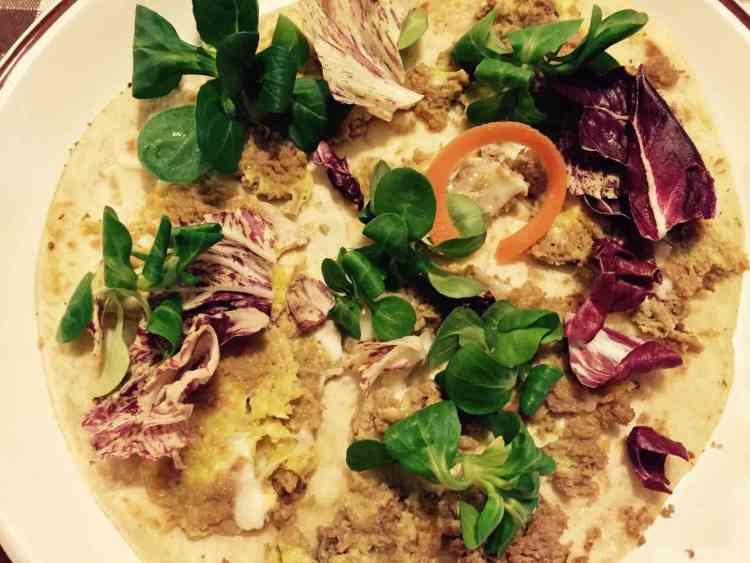 Una ricetta rivisitata della tradizione toscana: la frittata di lesso, classico sapore della cucina della nonna, si fonde con un tipico piatto romagnolo.