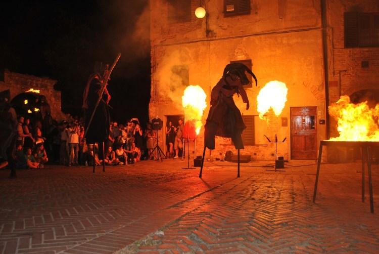 Mercantia 2016, la XXIX edizione del festival di teatro di strada: dal 13 al 16 luglio 2016 animerà il borgo toscano di Certaldo,