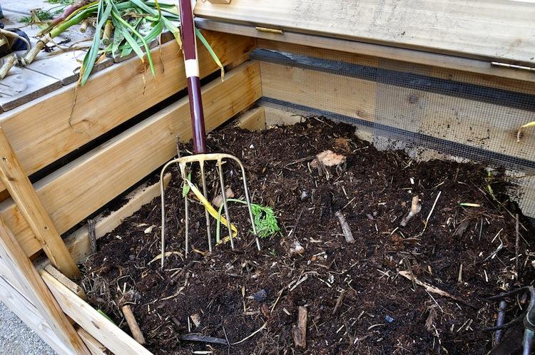 L'autunno è il momento giusto per iniziare a produrre il proprio compost home made,il miglior cibo per le piante, scopriamo insieme come fare