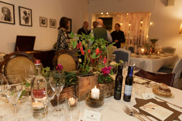 Cene segrete, social dinner, supper club: tanti sono i nomi della nuova moda Food-design&Wine che da New York sta imperversando in Toscana