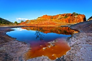 Il Laghetto delle Conche è il cuore del Parco Minerario elbano al centro dell'Arcipelago toscano, il Parco Marino più grande d'Europa