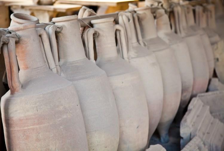 La storia del vino in Toscana ha origine nel VII sec a.C. ed ogni popolazione toscana ha reso la vitis vinifera centro della propria cultura.