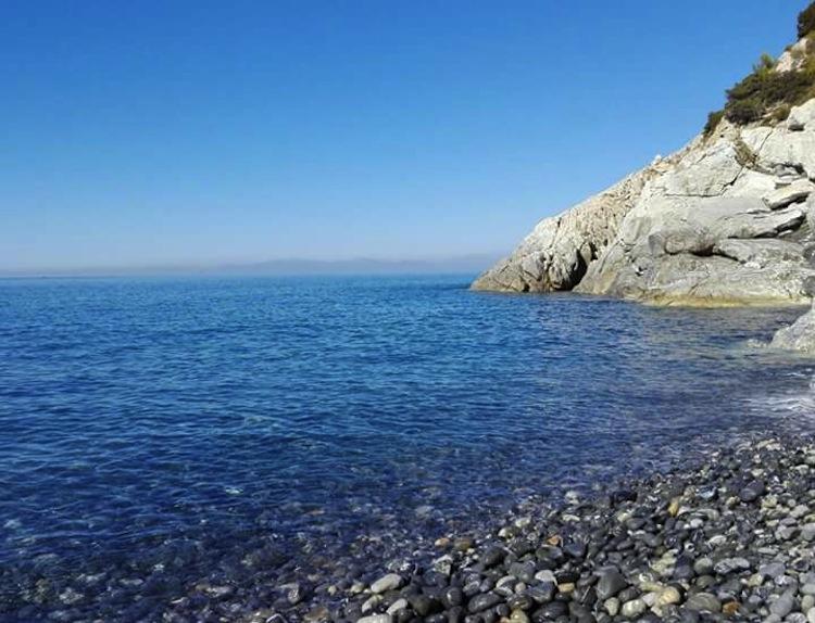 6 delle più belle spiagge dell'Isola d'Elba,le meno conosciute e meno frequentate dal turismo di massa, veri paradisi dell'Arcipelago Toscano