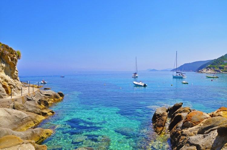 Yachting di Acqua dell'Elba è un necessaire che contiene: bagno doccia, shampoo, balsamo, crema e saponetta.Per avere addosso il profumo del mare della meravigliosa Isola d'Elba.