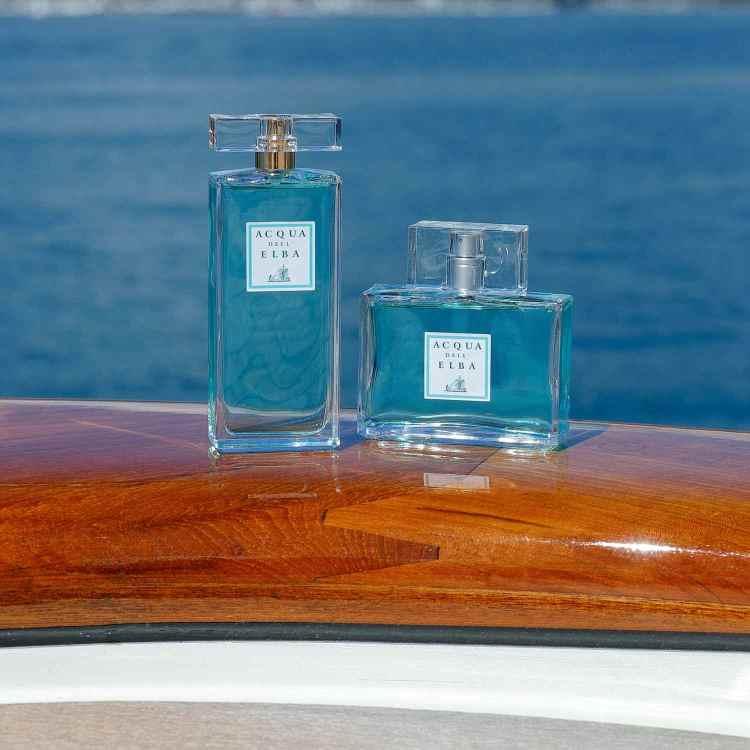 Yachting di Acqua dell'Elba è un necessaire che contiene: bagnodoccia,shampoo,balsamo, crema e saponetta.Per avere addosso il profumo del mare