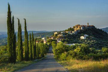 Montegiovi e Montenero d'Orcia sono le frazioni di Castel di Piano in Val d'Orcia, bellissimi borghi toscani da visitare, ricchi di tradizione e storia.