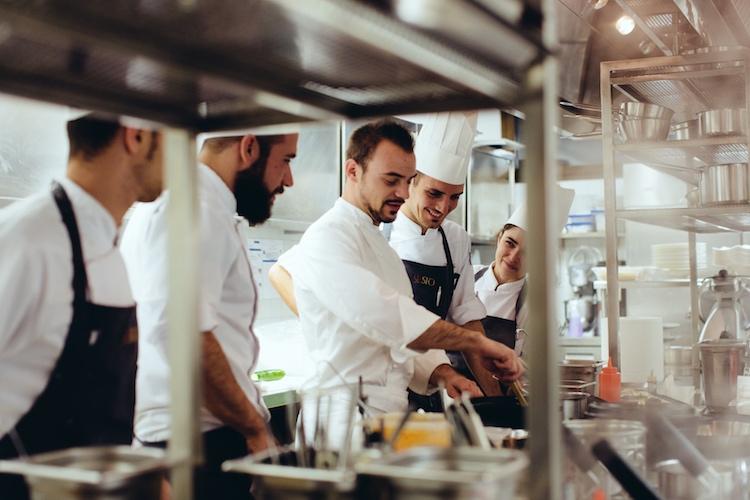 Matteo Lorenzini è il giovane chef del SE. STO On Arno, il ristorante rooftop del Westin Excelsior di Firenze.