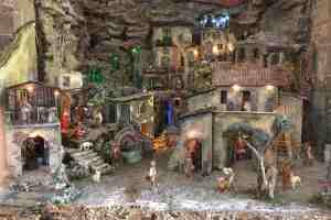 La Via dei Presepi di Cerreto Guidi è una mostra-concorso che vede protagonista un intero borgo toscano nel realizzare presepi artigianali