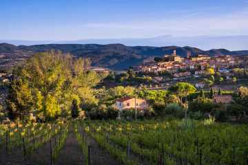 Montescudaio è un borgo toscano in Val di Cecina e uno dei borghi più belli d'Italia, famoso per il vino Montescudaio DOC e per il Pane