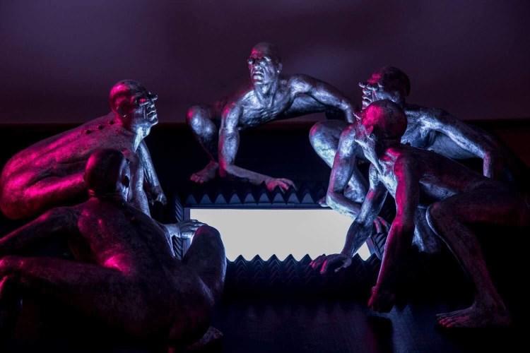 Emanuele Giannelli è un scultore toscano di fama internazionale. Lo abbiamo intervistato al finissage della sua personale a Forte dei Marmi