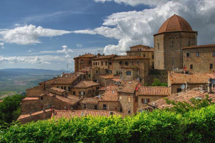 Quanti sono i battisteri toscani? Dove si trovano? Viaggio tra misticismo e simbologia nei 6 battisteri in Toscana, capolavori di arte sacra.