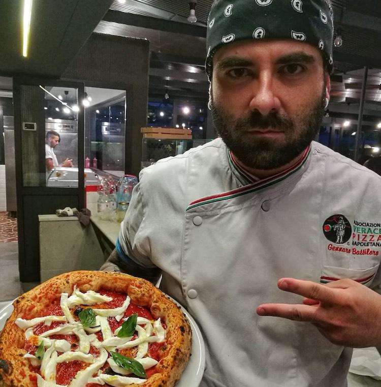 Gennaro Battiloro, maestro pizzaiolo della Pizzeria Battil'Oro di Querceta (Forte dei Marmi, Versilia) è uno dei migliori pizzaioli d'Italia