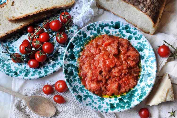 La Pappa al Pomodoro è tra i piatti tipici toscani della provincia di Firenze più conosciuto