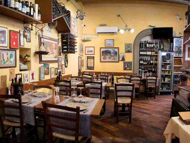 Dove mangiare la bistecca a Firenze in centro? Il ristorante Gustavino è specializzato in bistecca di chianina e piatti tipici della Toscana