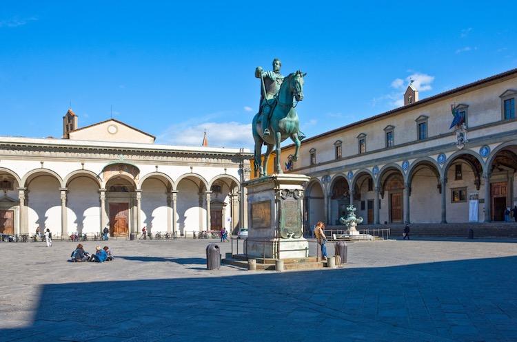 Piazza SS Annunziata a Firenze si trova nel quartiere di San Giovanni.