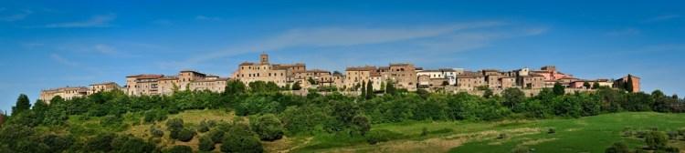 Casole d'Elsa è uno dei borghi toscani più belli della Valdelsa, territorio tra Firenze e Siena, al confine con la zona del Chianti e della Val di Merse.