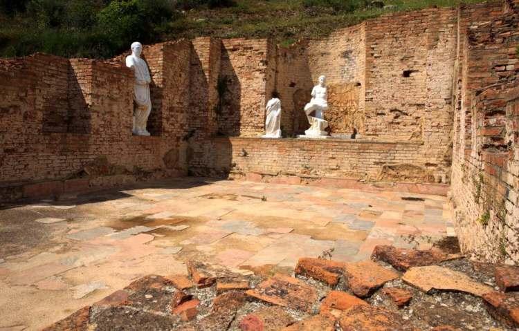 I resti dell'antica città di Roselle sono tra i più importanti siti archeologici della Maremma toscana per quanto riguarda Etruschi e Romani