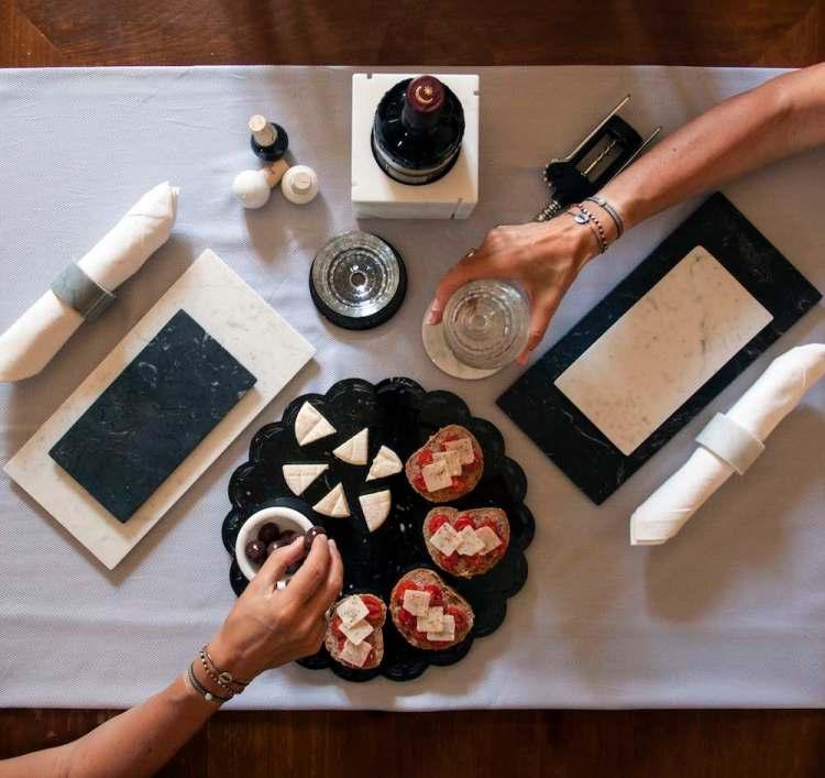 Fiammetta Vanelli, in arte FiammettaV, è una designer toscana di fama internazionale che utilizza il marmo per le sue creazioni