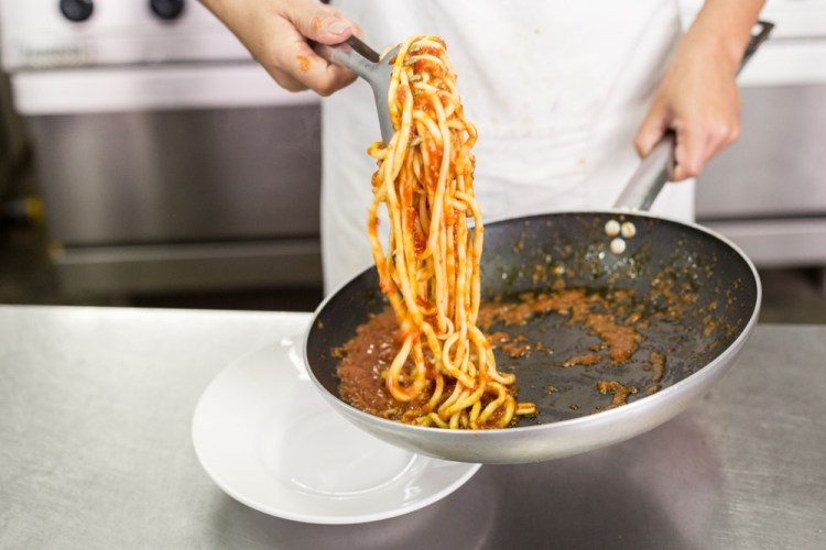 Tra i piatti tipici toscani della Val di Chiana ci sono i Pici all'Aglione