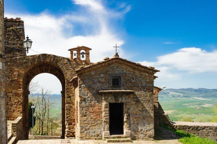 Porta San Felice a Volterra sulla via Volterrana