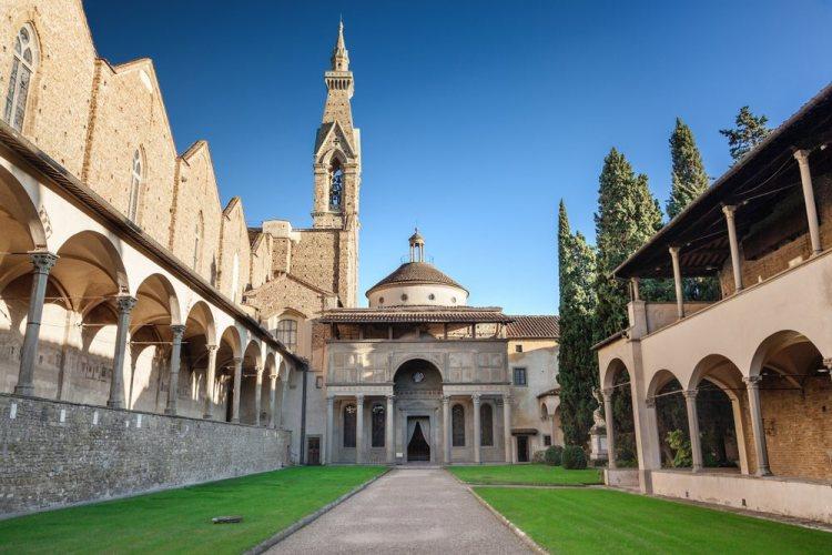 La Cappella dei Pazzi e il Chiostro di Santa Croce sono due esempi del Rinascimento fiorentino.
