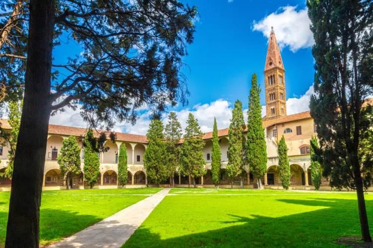 La Basilica di Santa Maria si trova nella piazza principale del quartiere storico di Santa Maria Novella a Firenze.